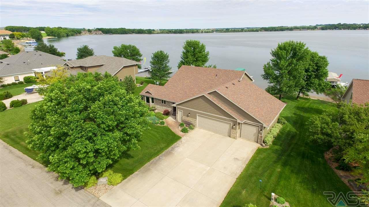 128 Woodland Dr, Madison, SD 57042