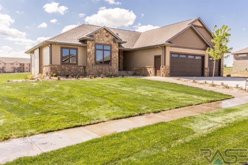 7400 S Chatworth Cir, Sioux Falls, SD 57108
