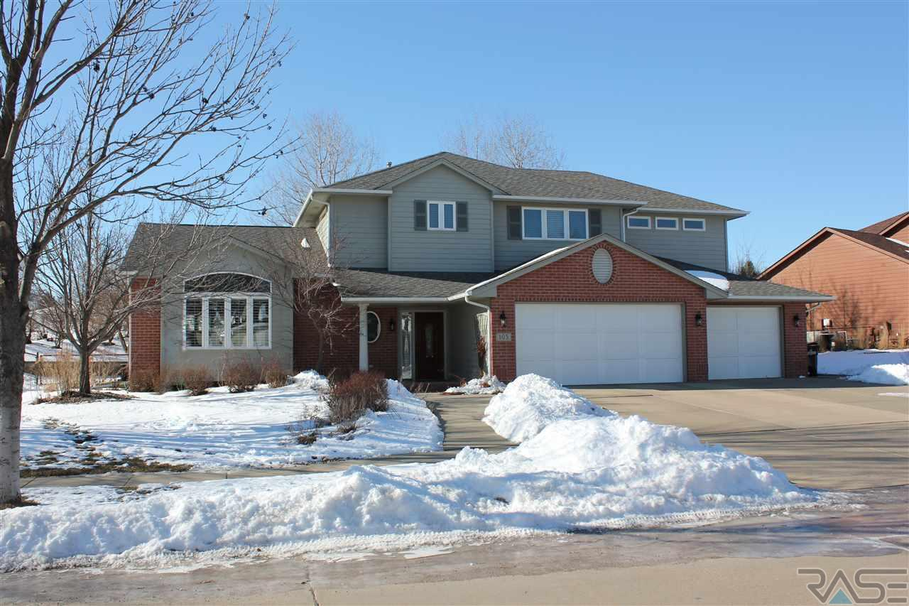 105 E St Andrews Dr, Sioux Falls, SD 57108