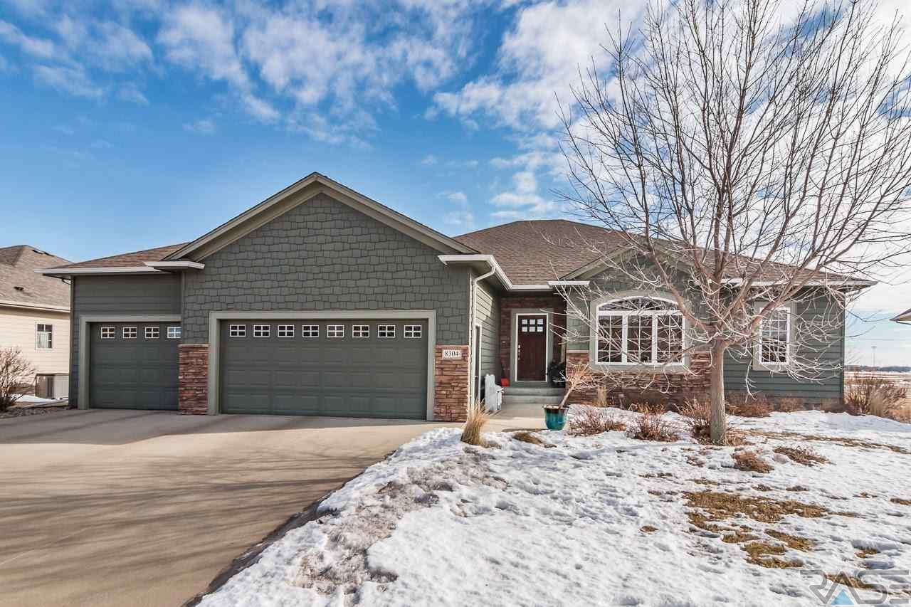 8304 S Spice Hill Ct, Sioux Falls, SD 57108