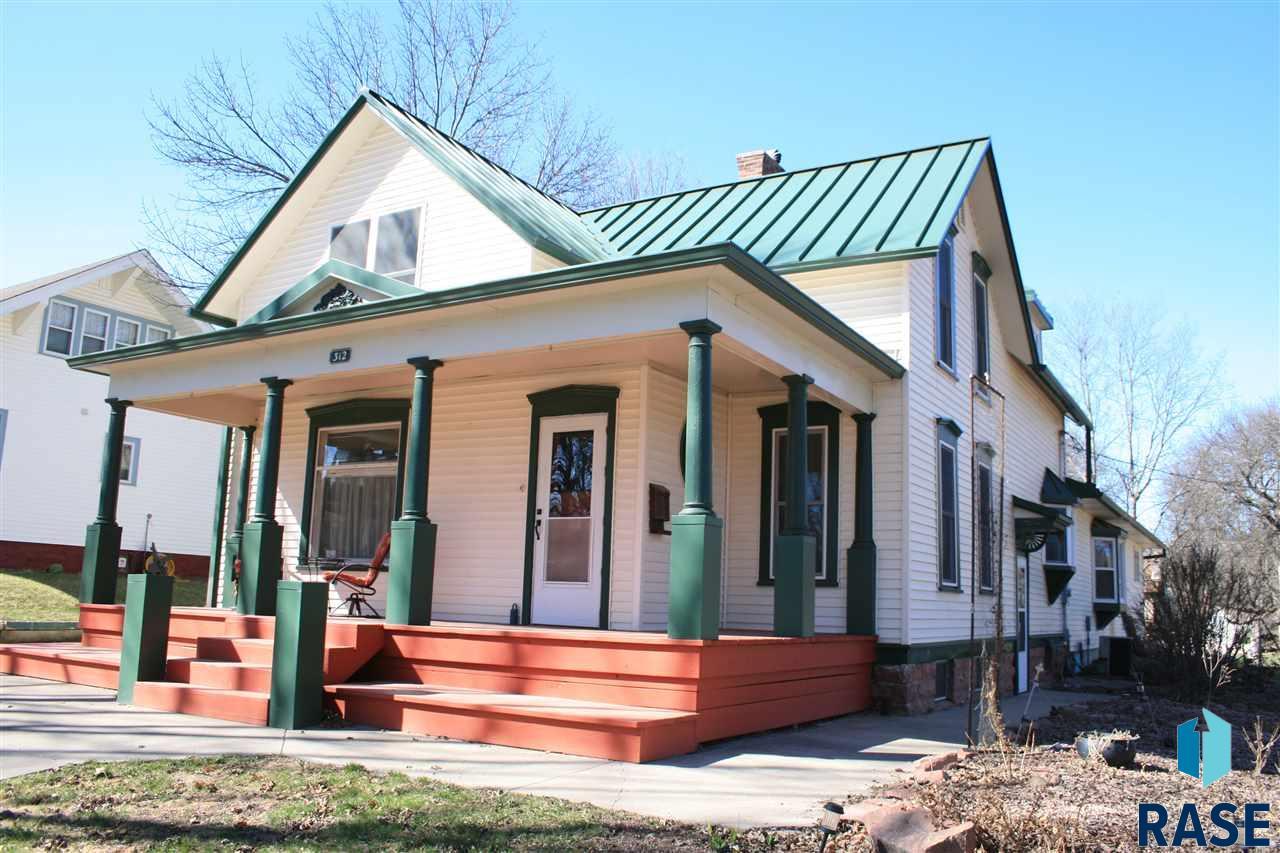 312 E 6th St, Dell Rapids, SD 57022