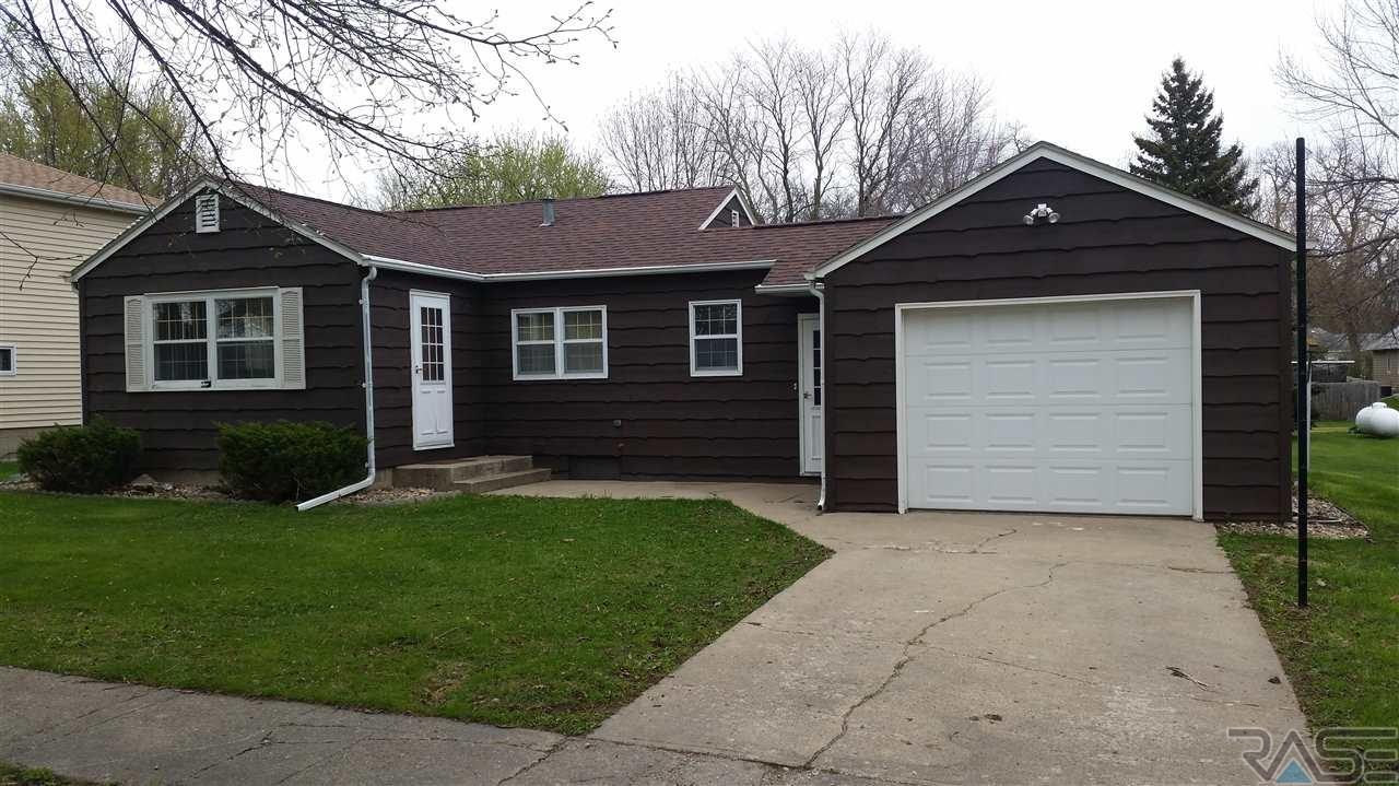 309 Central Ave, Hills, MN 56138