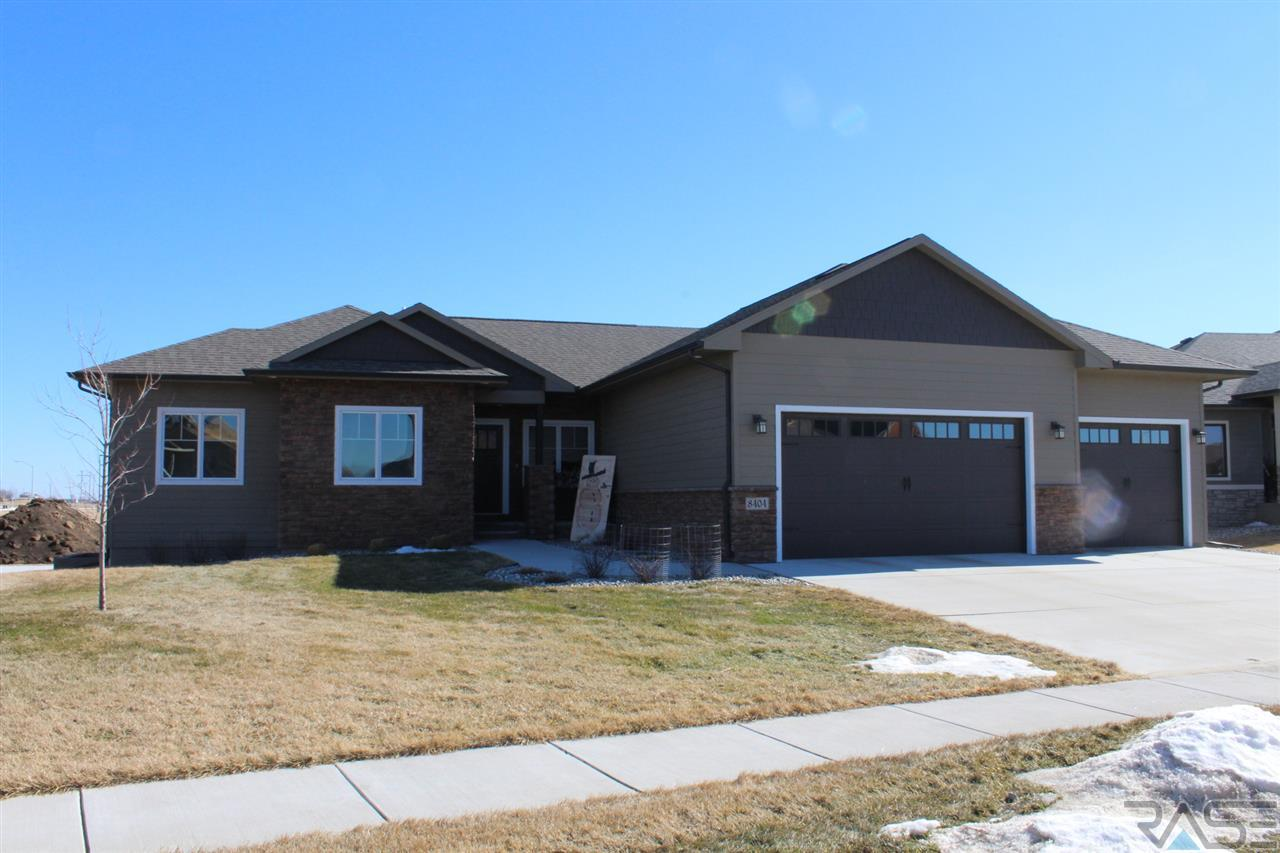 8404 S Quiet Oak Cir, Sioux Falls, SD 57108
