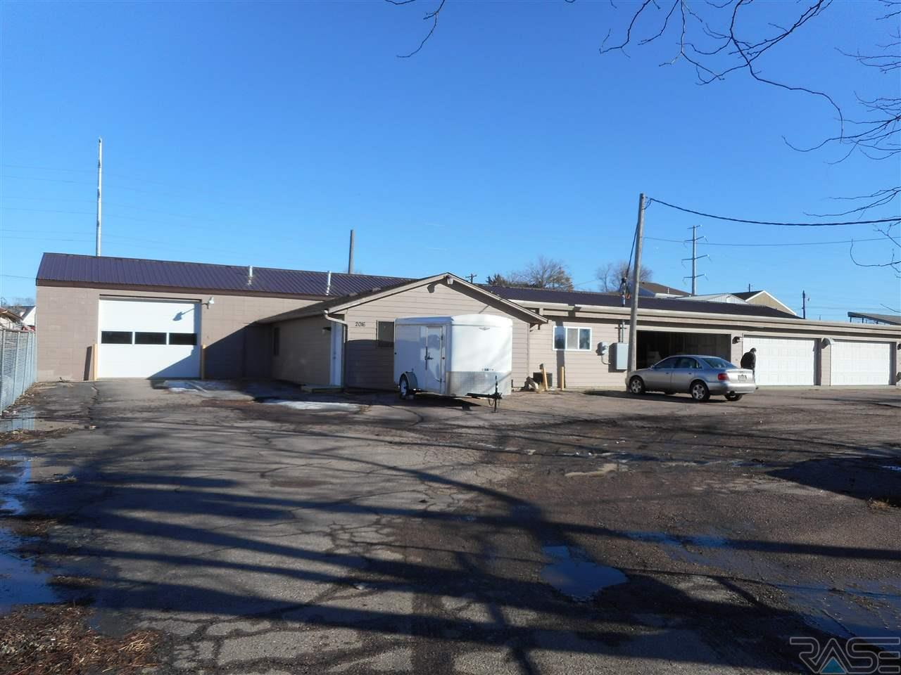 2016 N 3rd Ave, Sioux Falls, SD 57103