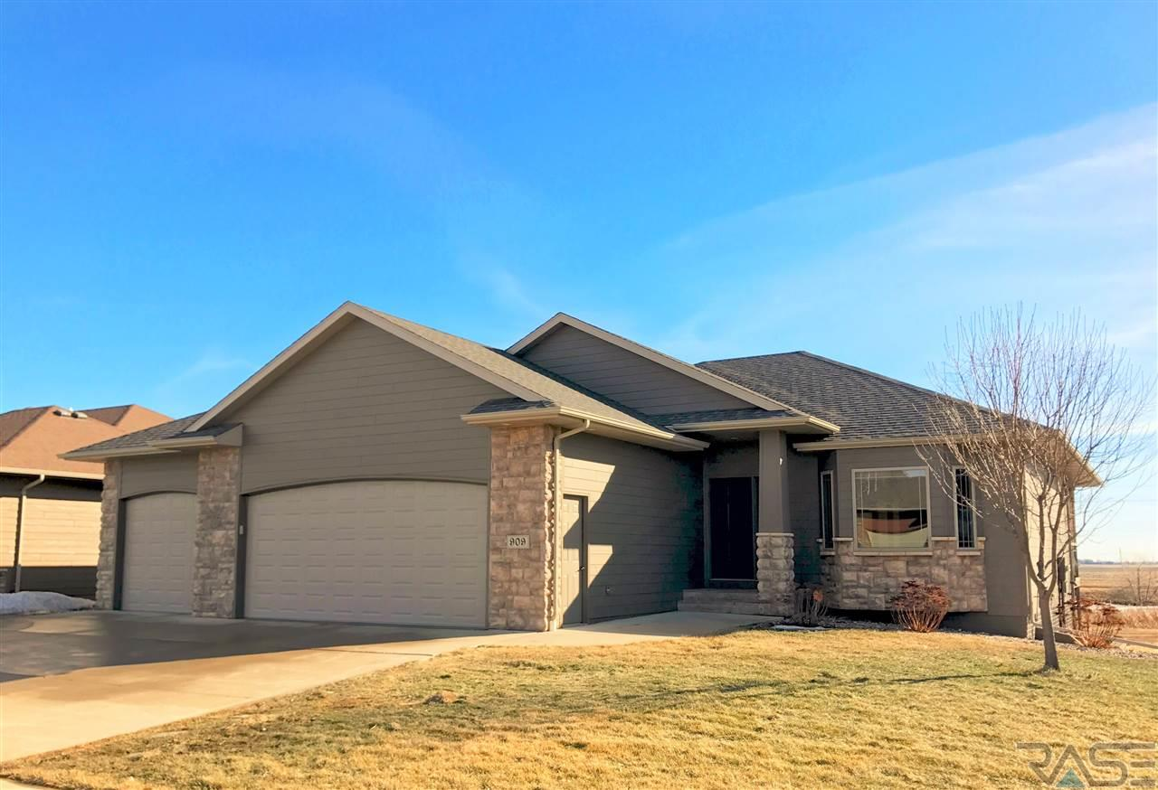 909 W Golden Eagle St, Sioux Falls, SD 57108