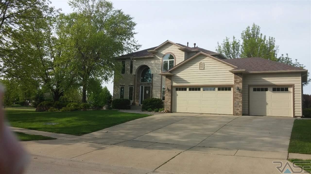 801 E Inverness Dr, Sioux Falls, SD 57108