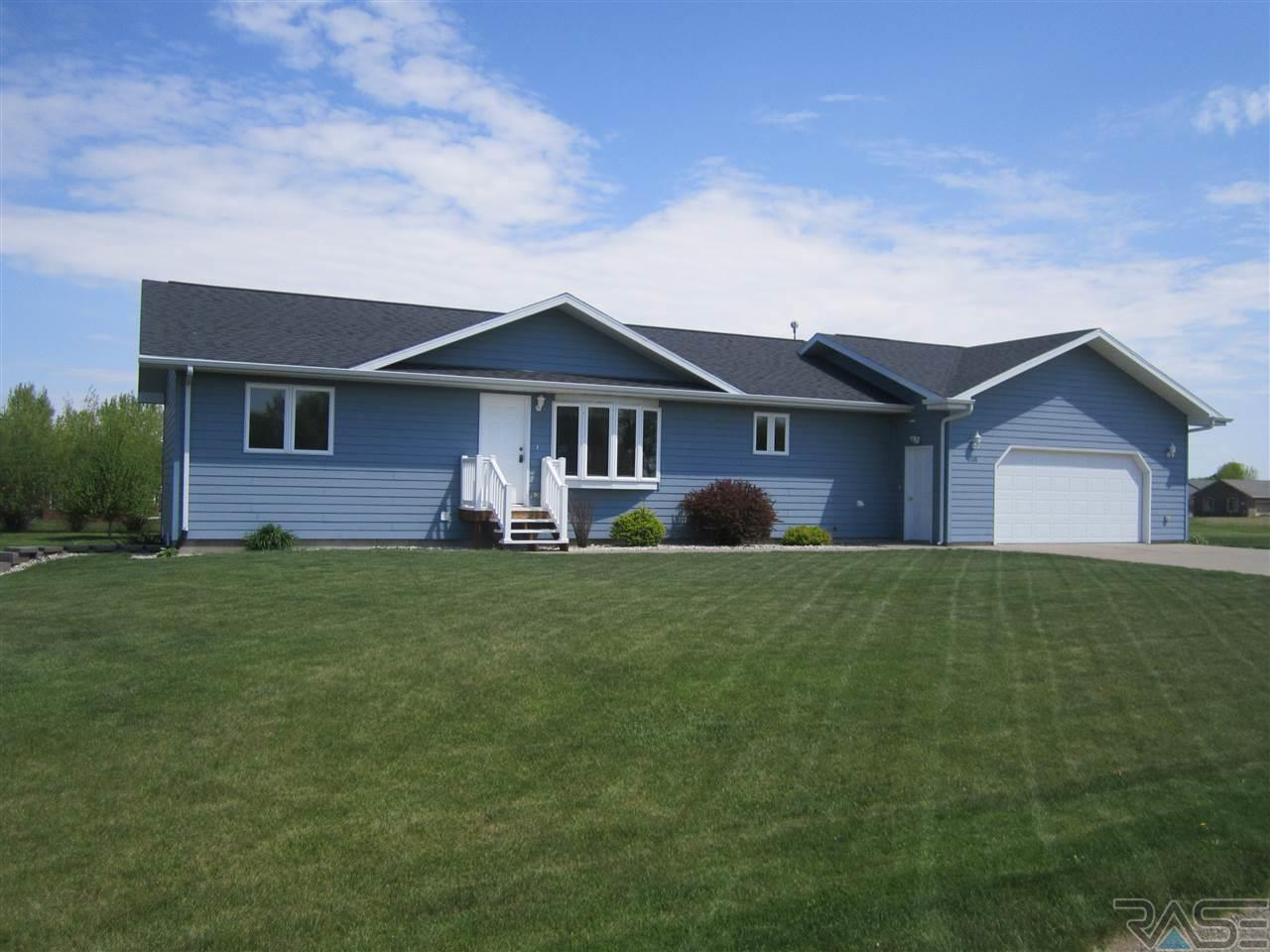 108 Silver Creek Dr, Wentworth, SD 57075