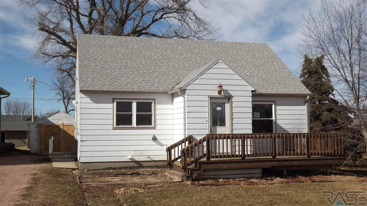 321 N Center Ave, Garretson, SD 57030