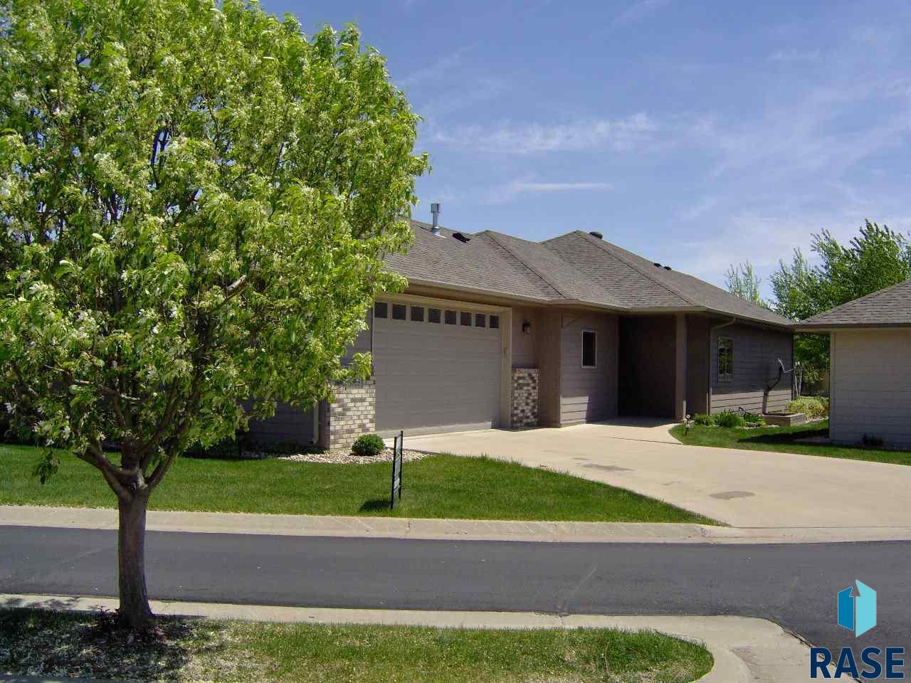 3508 S Prairie Gardens Pl, Sioux Falls, SD 57110