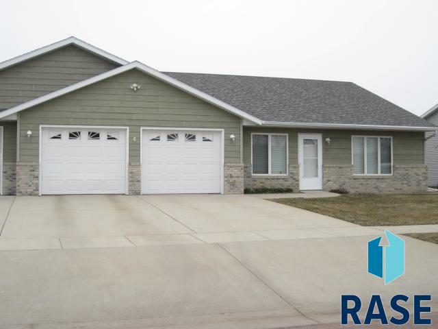 318 W 9th St, Dell Rapids, SD 57022