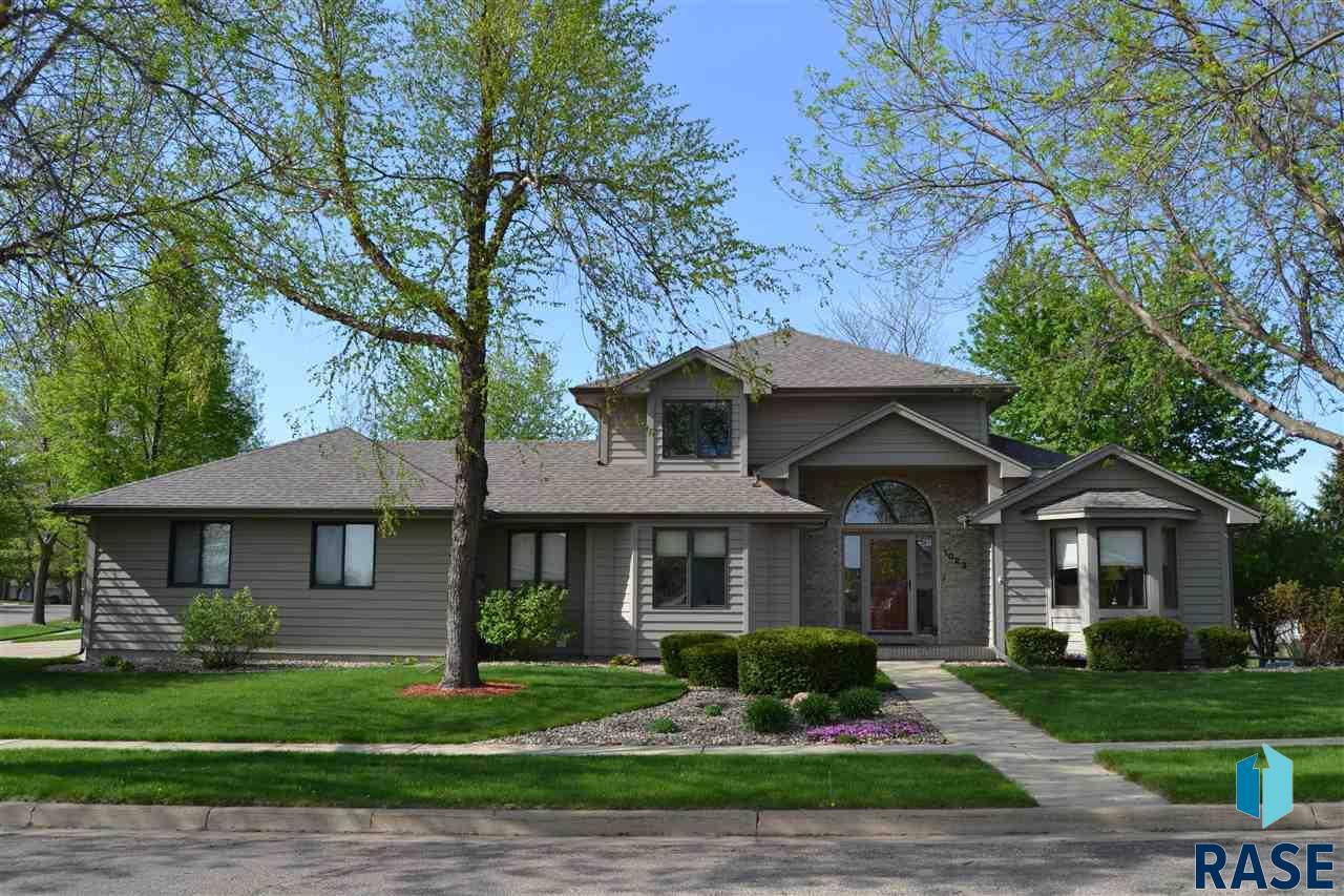 1023 E 63rd St, Sioux Falls, SD 57108