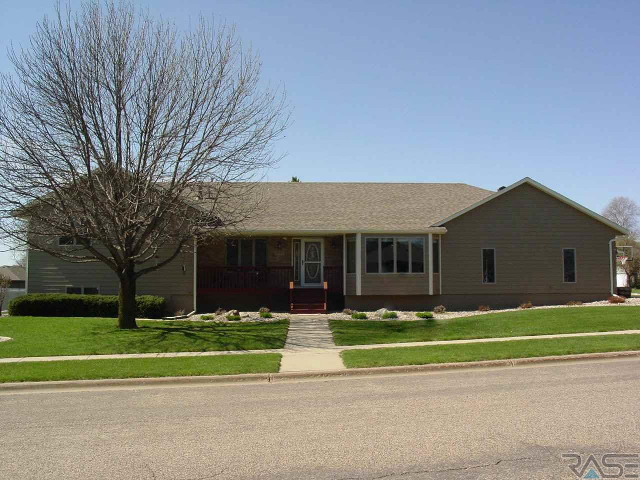 6705 W Silver Valley Dr, Sioux Falls, SD 57106