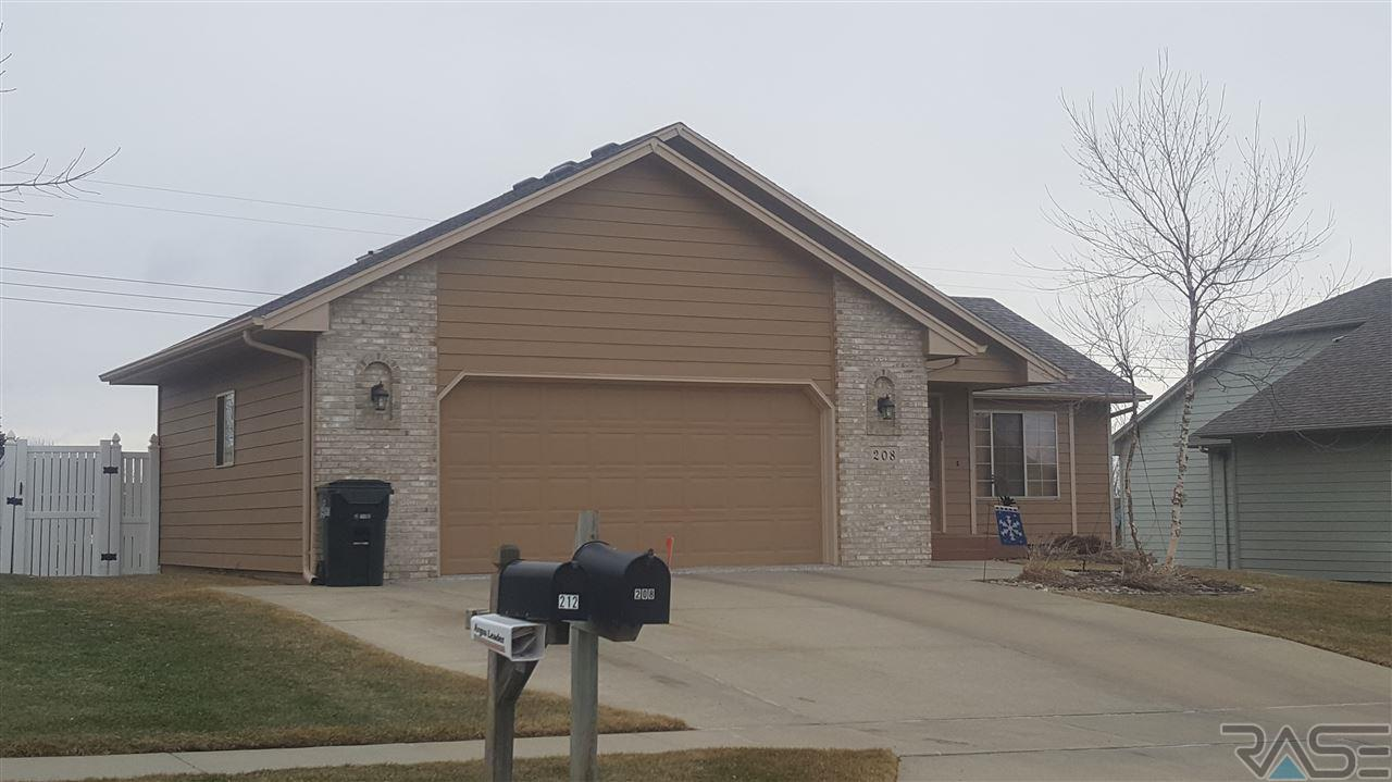 208 N Dewberry Ave, Sioux Falls, SD 57110