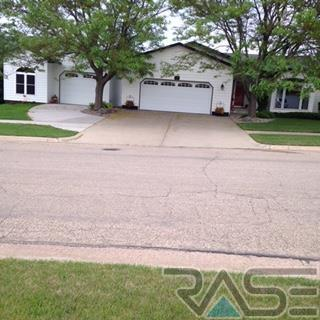 1440 NE 4th St, Madison, SD 57042