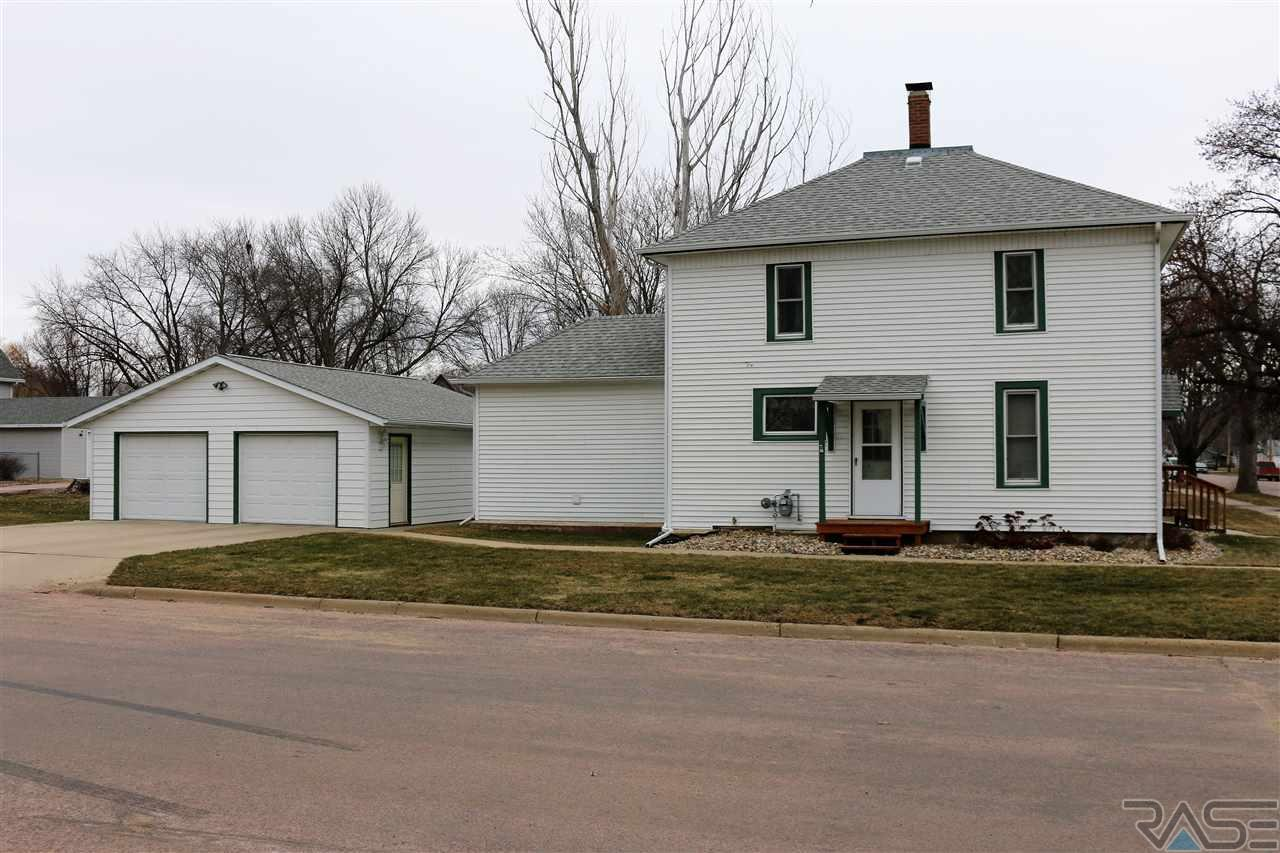230 W 2nd St, Canton, SD 57013