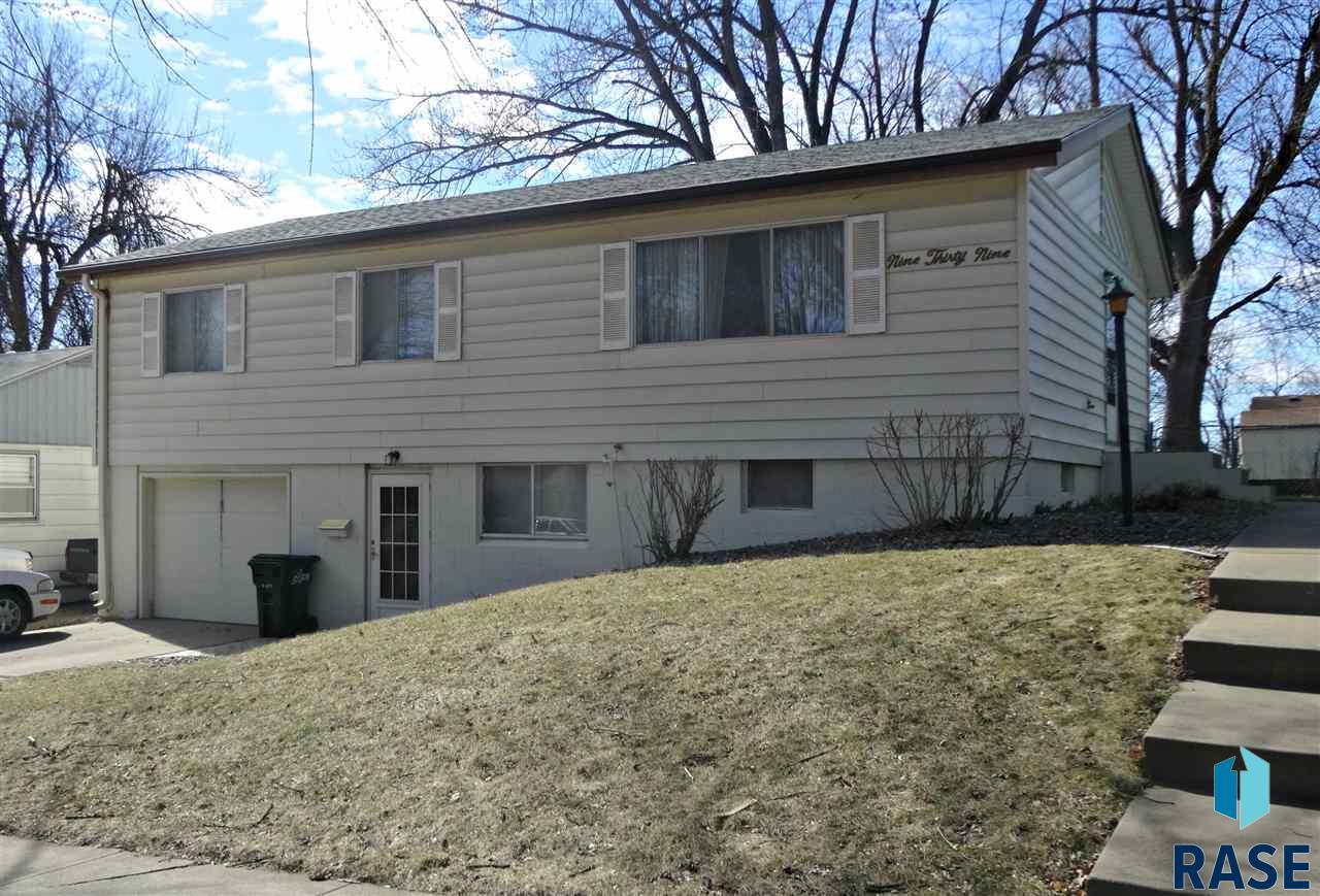 939 S Harrington Ave, Sioux Falls, SD 57103
