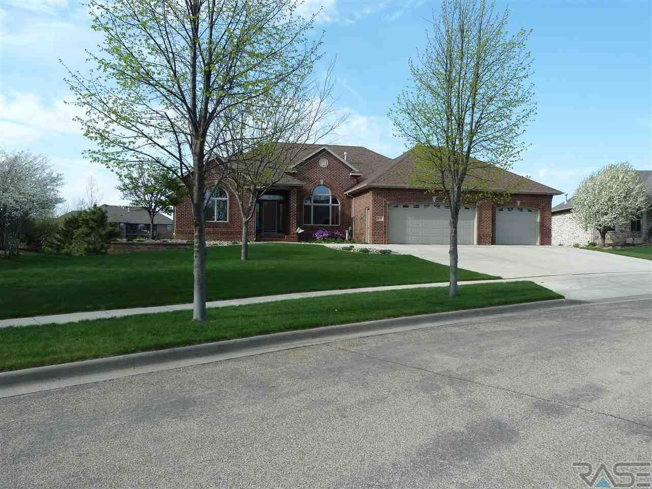 5125 S Barrington Dr, Sioux Falls, SD 57108