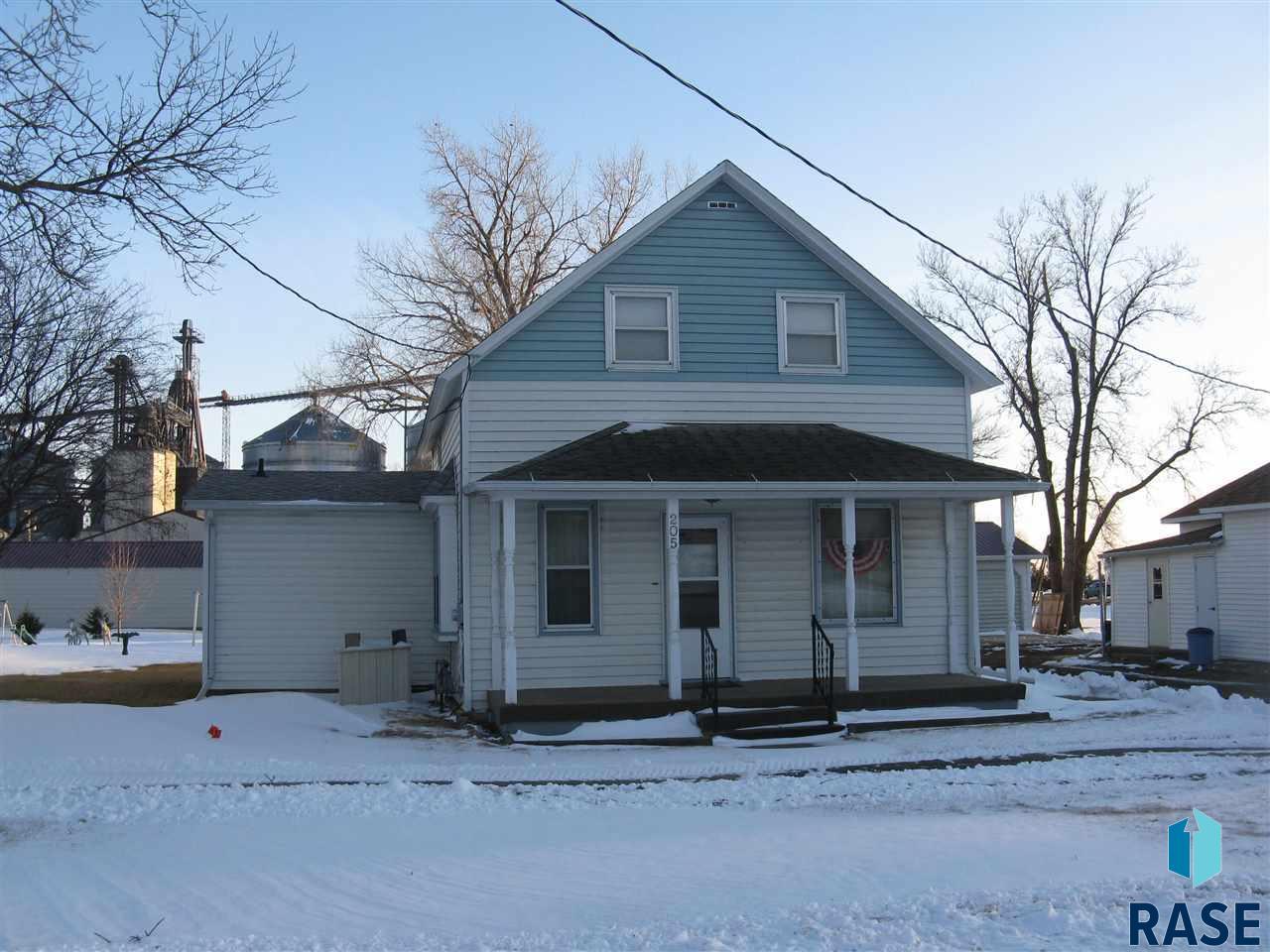 205 W Howard St, Howard, SD 57349
