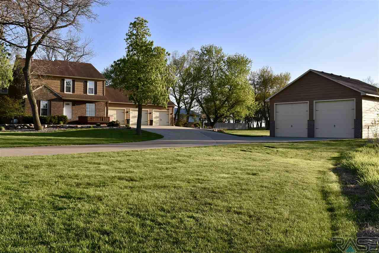 26893 S Sycamore Ave, Sioux Falls, SD 57108
