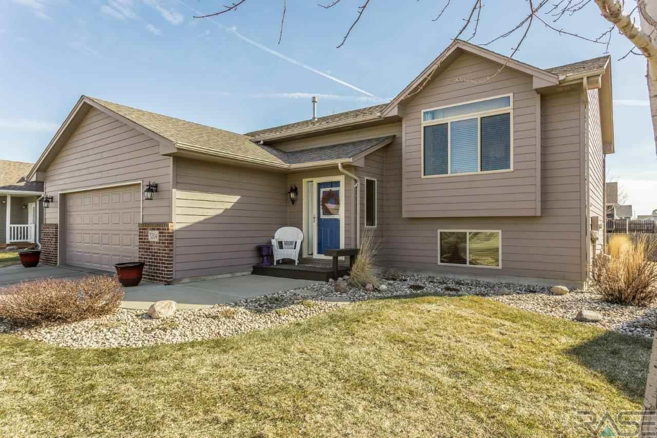 5204 S Donegal Ave, Sioux Falls, SD 57106
