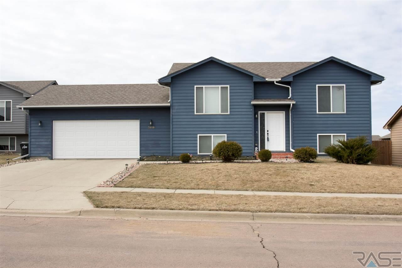 3809 S Stanford Ave, Sioux Falls, SD 57106