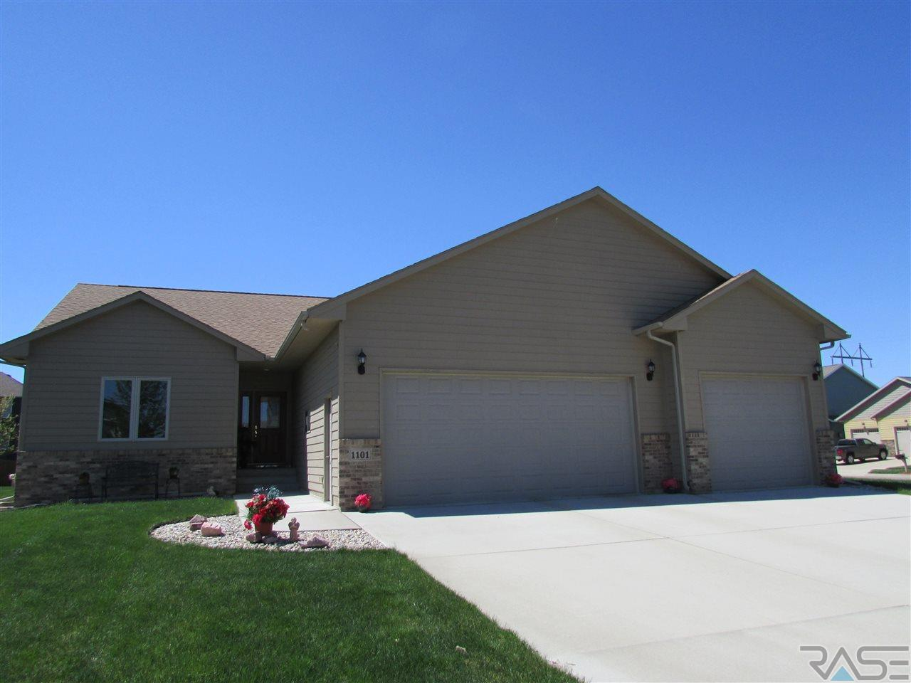 1101 S Tayberry Ave, Sioux Falls, SD 57106