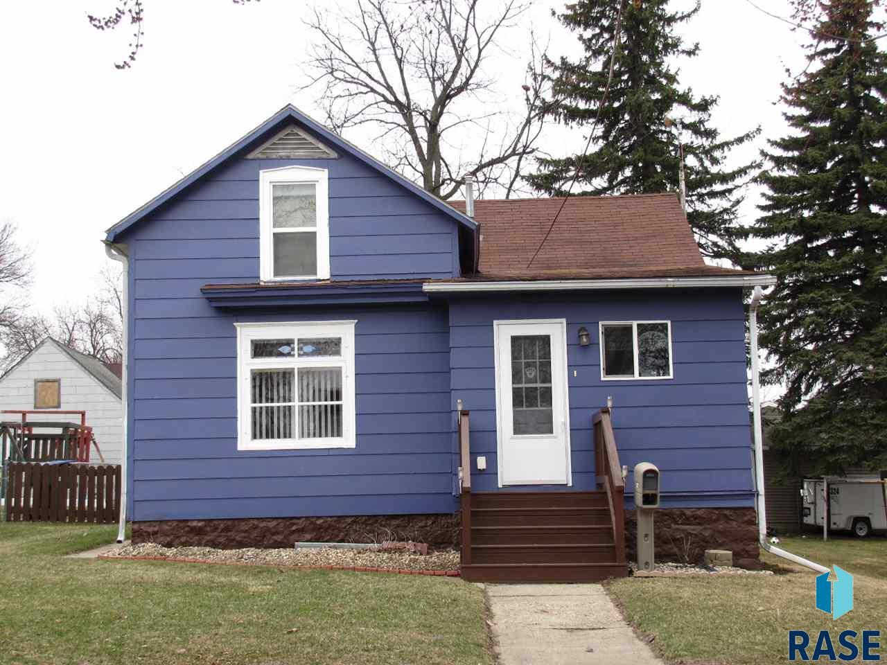 607 N Cedar St, Luverne, MN 56156