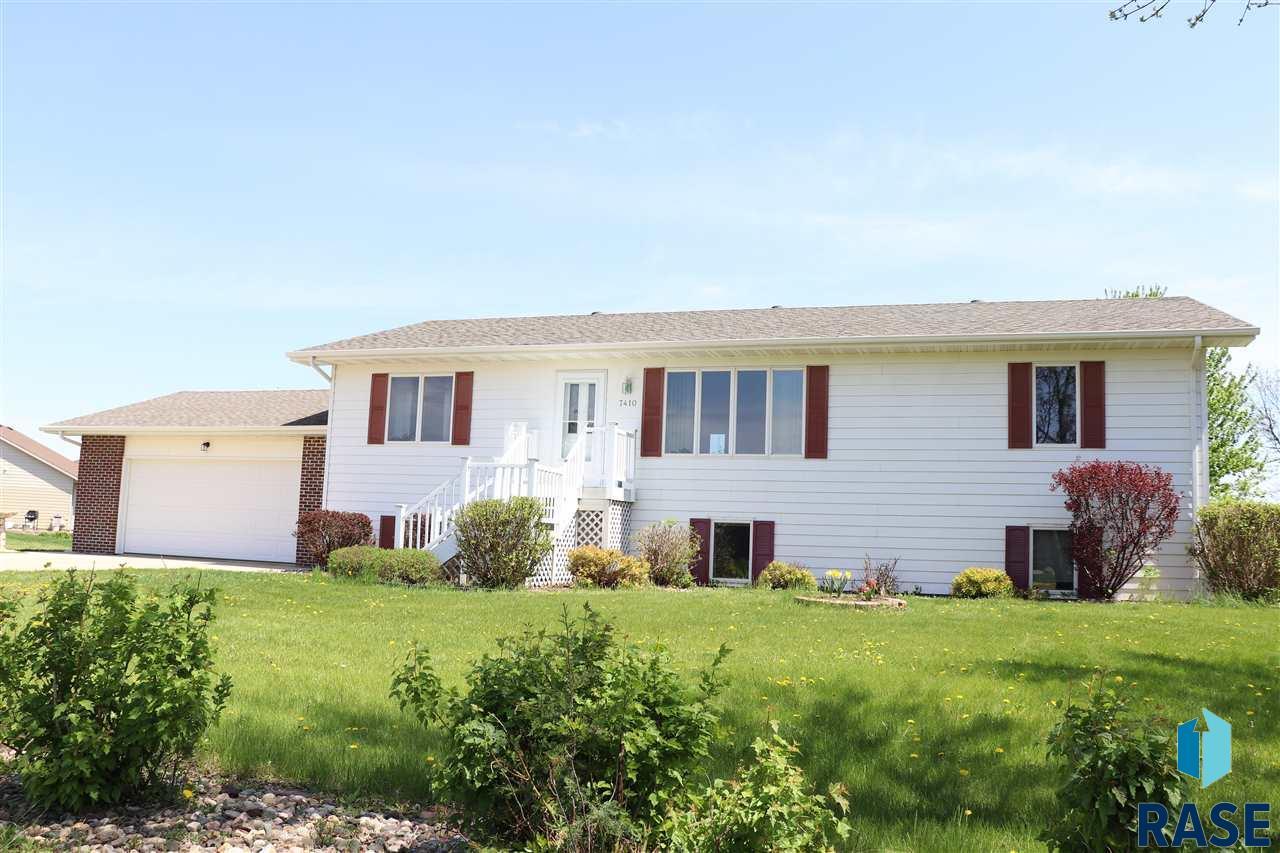 7410 N Ashland Dr, Sioux Falls, SD 57104