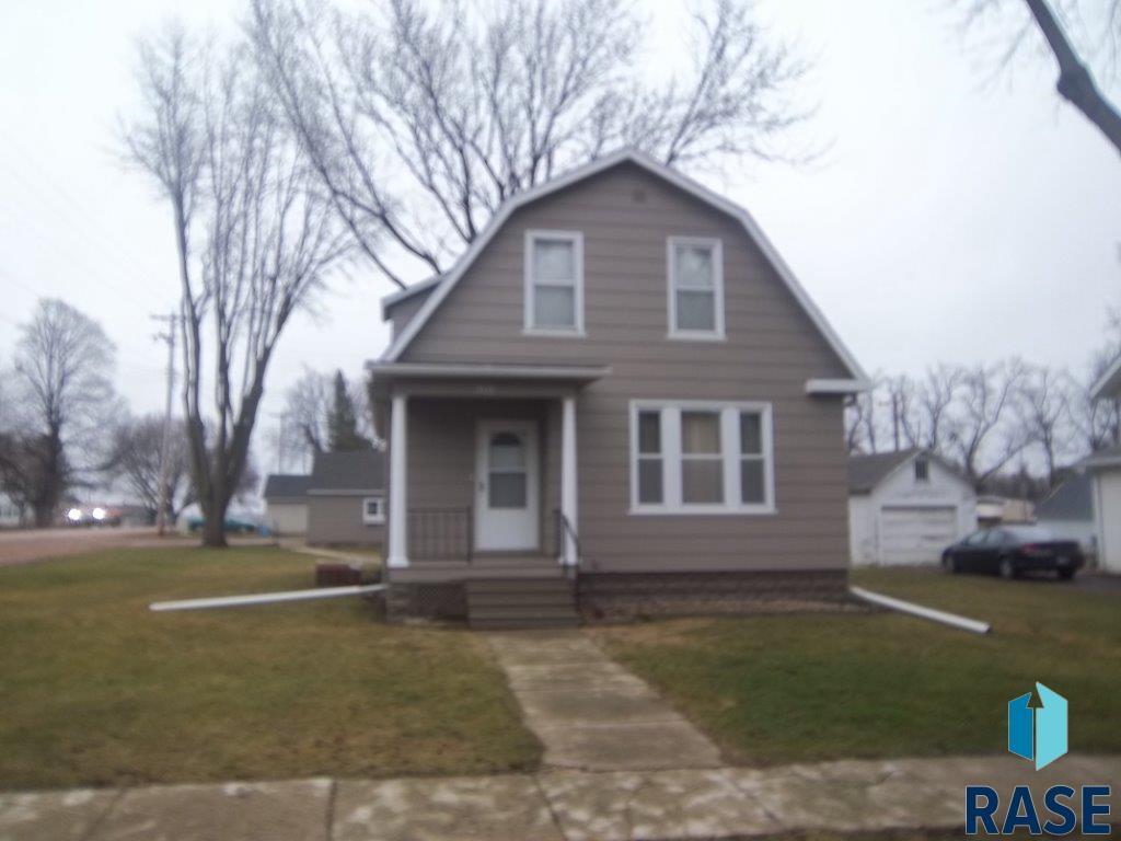301 S Josephine Ave, Hills, MN 56138