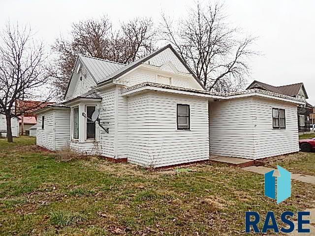 139 Cedar St, Parker, SD 57053