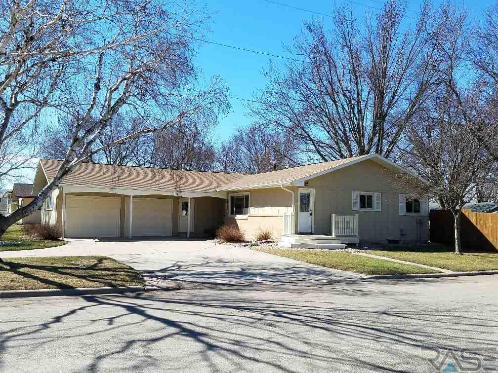 802 3rd Ave SW, Pipestone, MN 56164