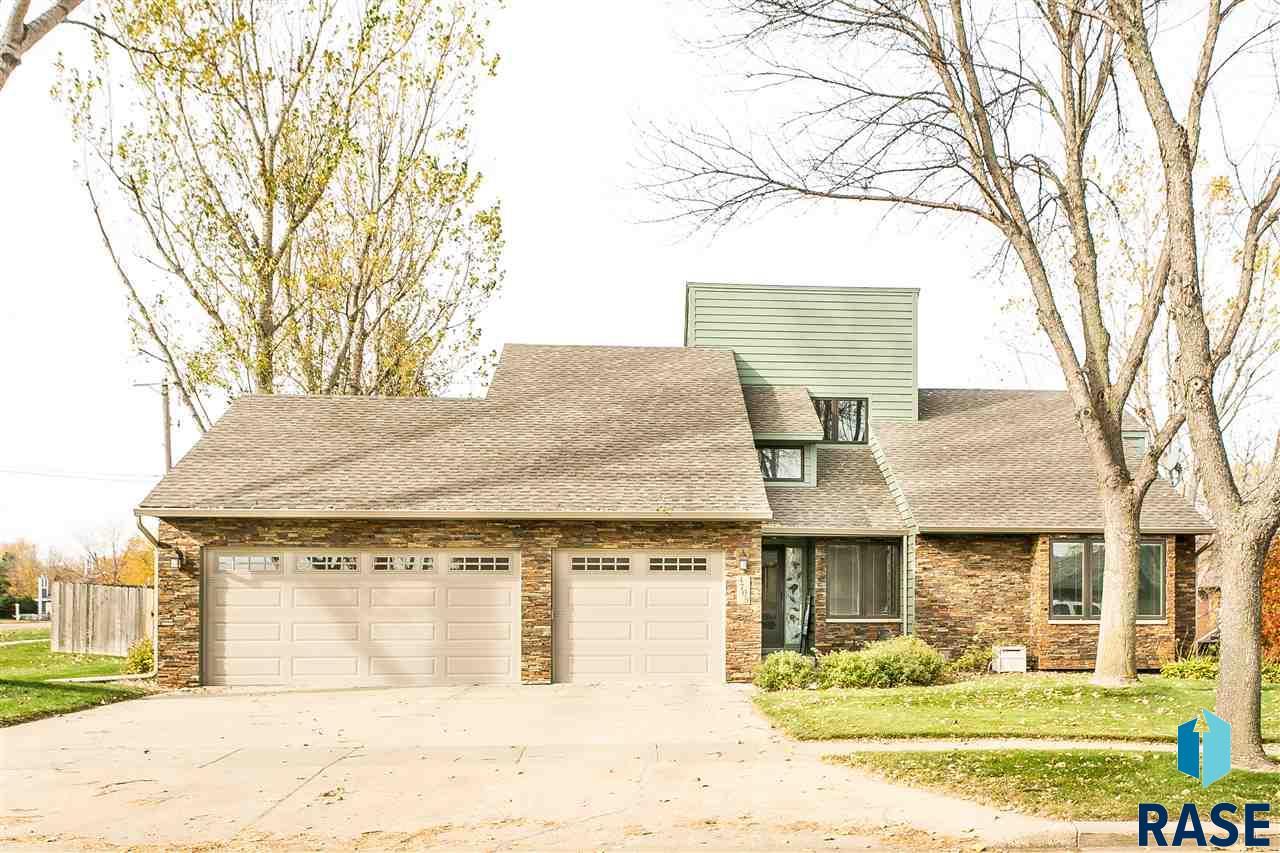4705 S Deerfield Cir, Sioux Falls, SD 57105