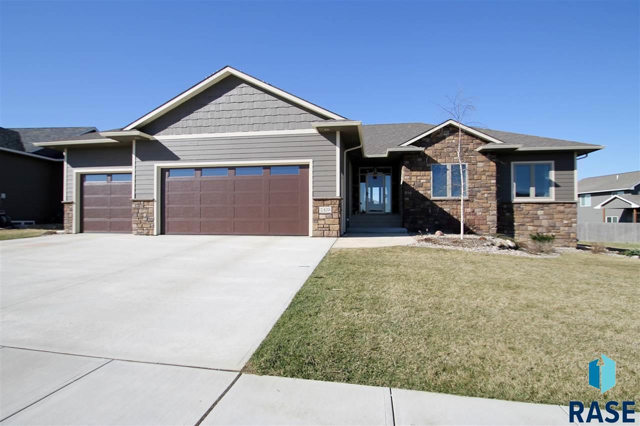 2405 S Durango Cir, Sioux Falls, SD 57110