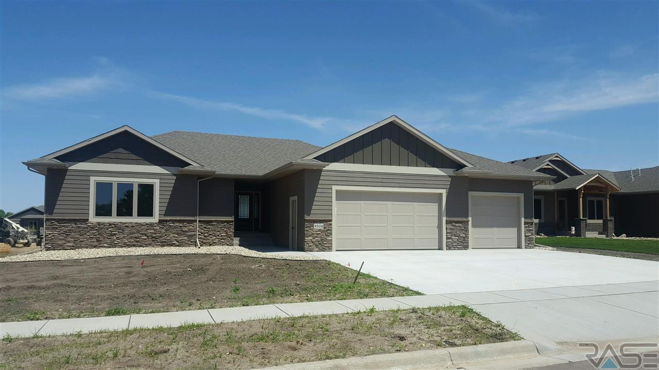 9504 W Kingfisher Dr, Sioux Falls, SD 57106