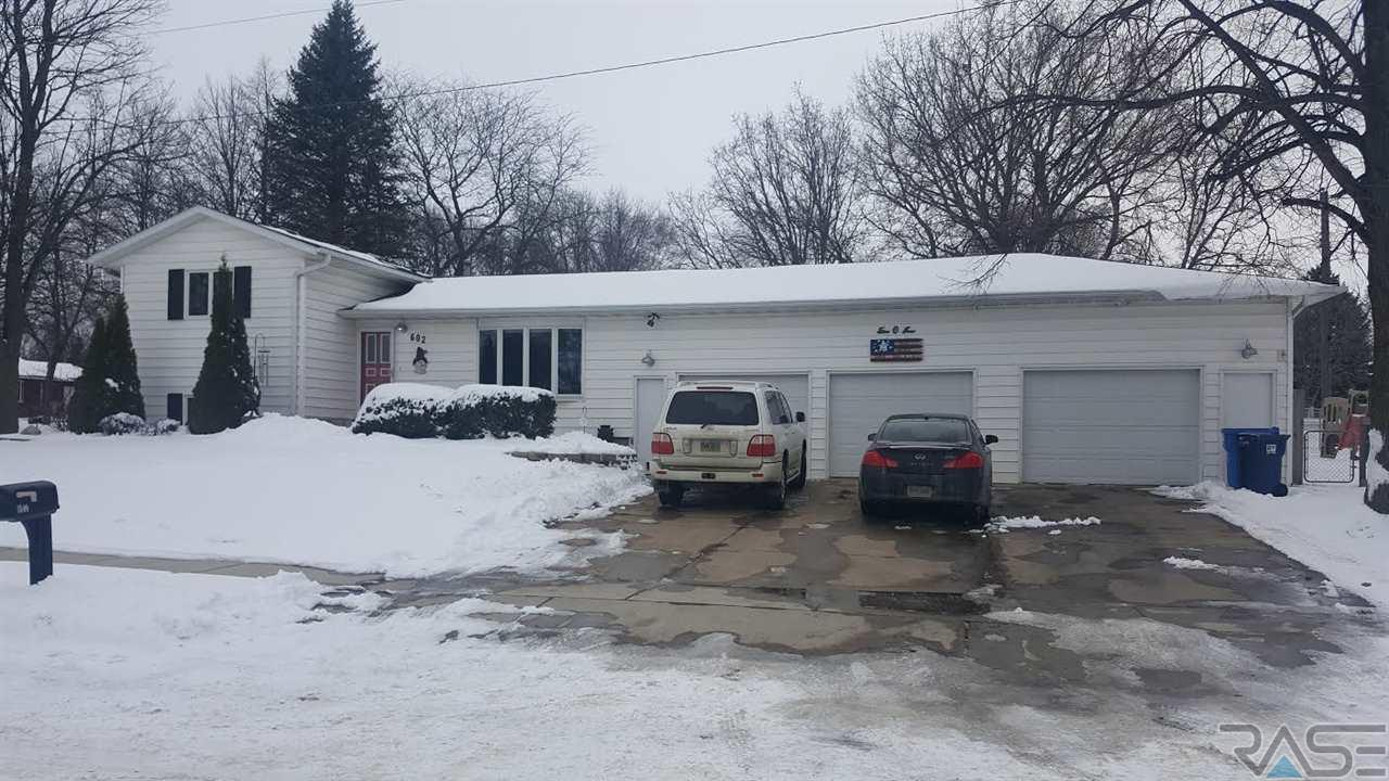 602 E 12th St, Dell Rapids, SD 57022