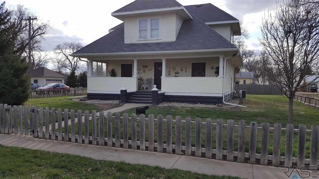 107 S Broadway Ave, Marion, SD 57043