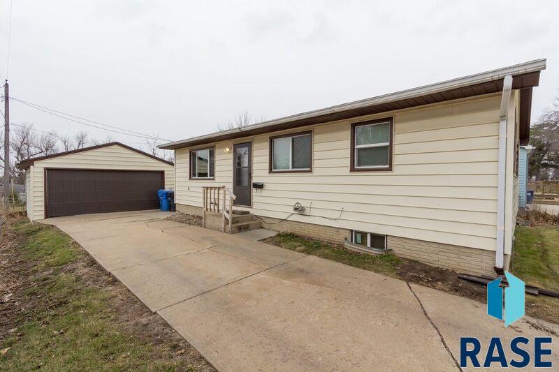 2305 E Sioux St, Sioux Falls, SD 57103