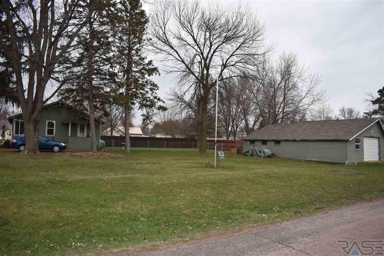 701 Cliff Ave, Valley Springs, SD 57068