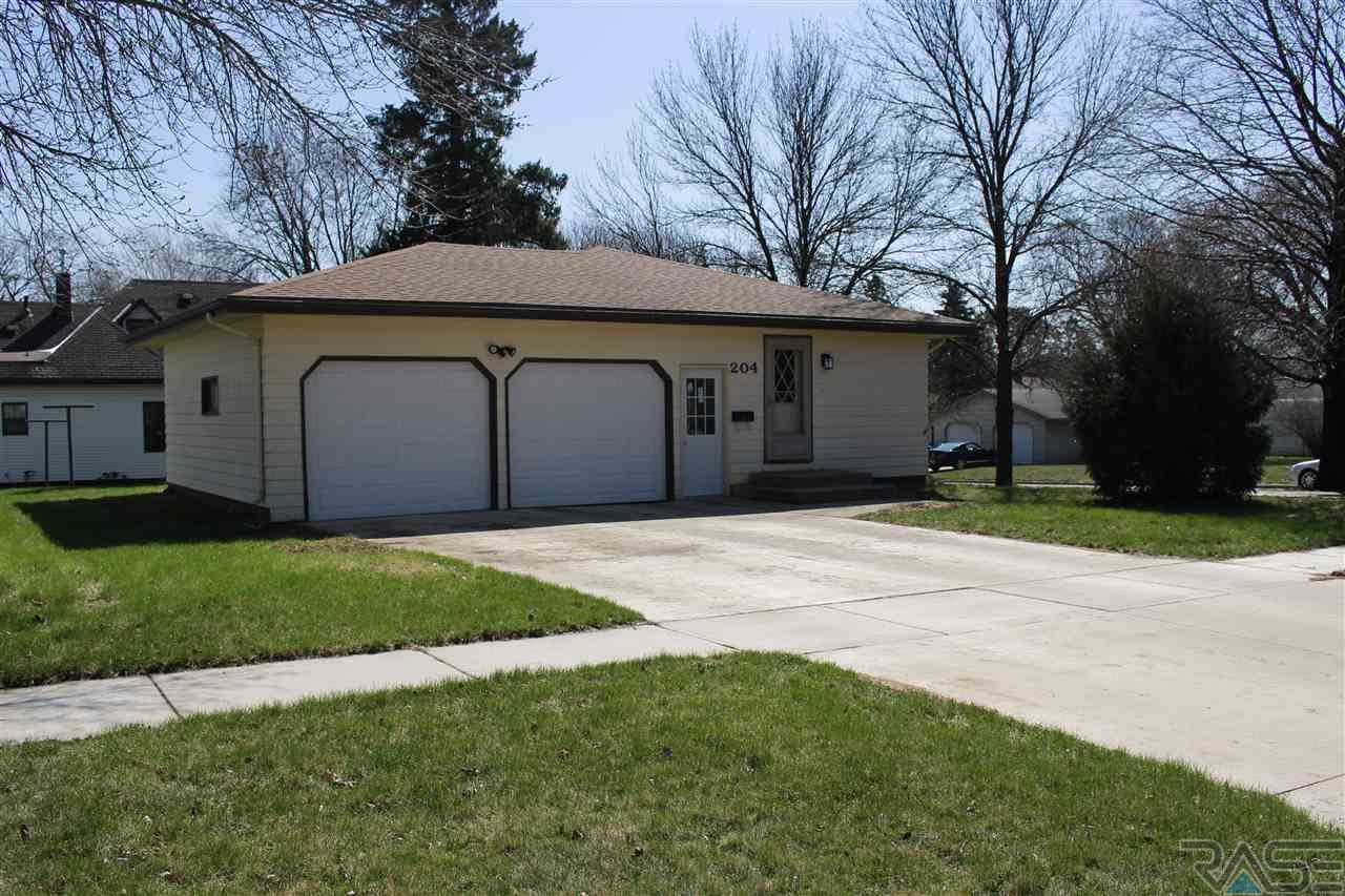 204 West Ave N, Madison, SD 57042