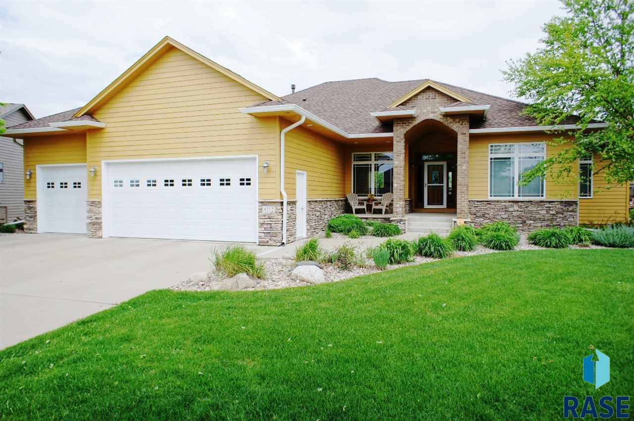 8212 S Seven Oaks Dr, Sioux Falls, SD 57108