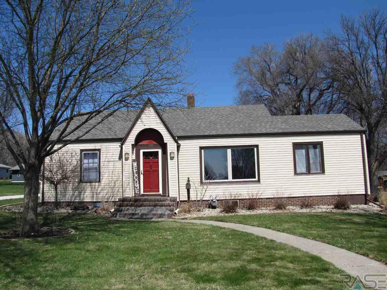 100 W Barck Ave, Luverne, MN 56156