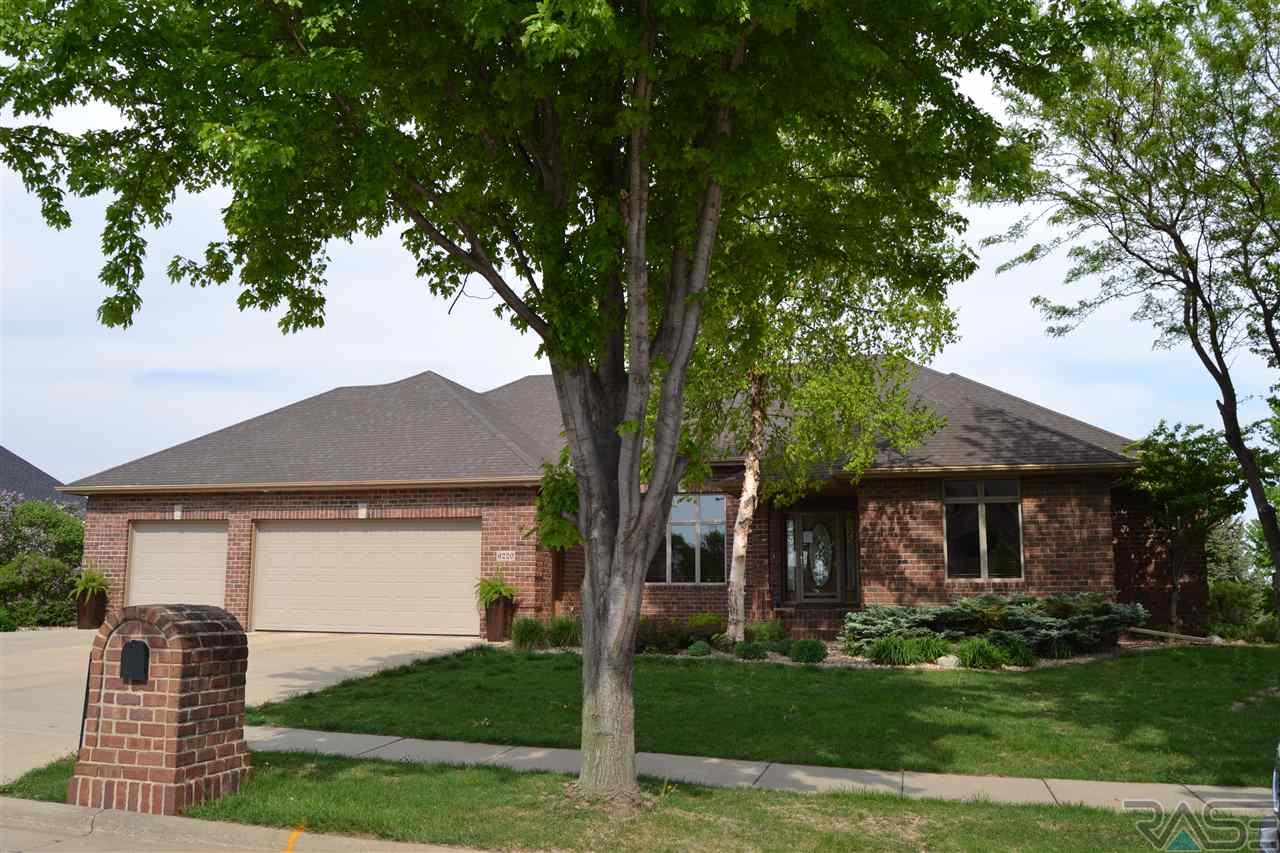 6220 S Pinehurst Ct, Sioux Falls, SD 57108