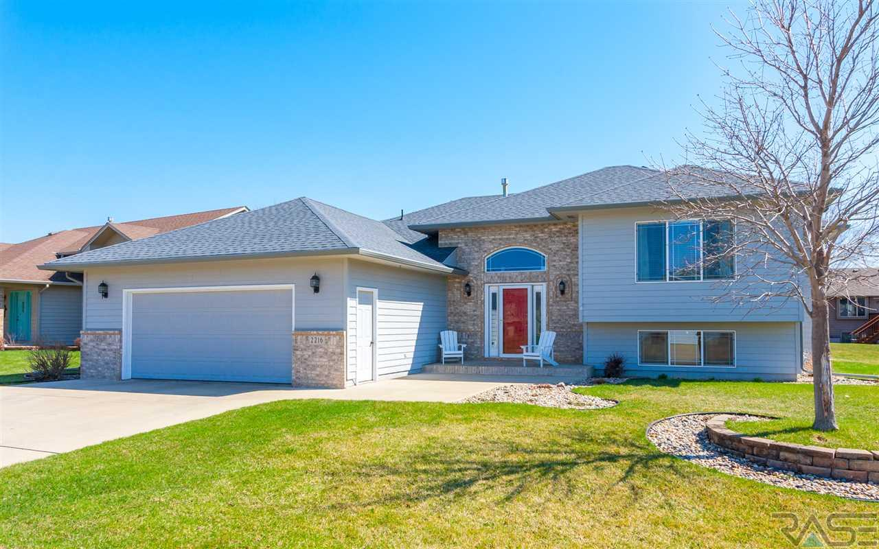 2216 S Grinnell Ave, Sioux Falls, SD 57106
