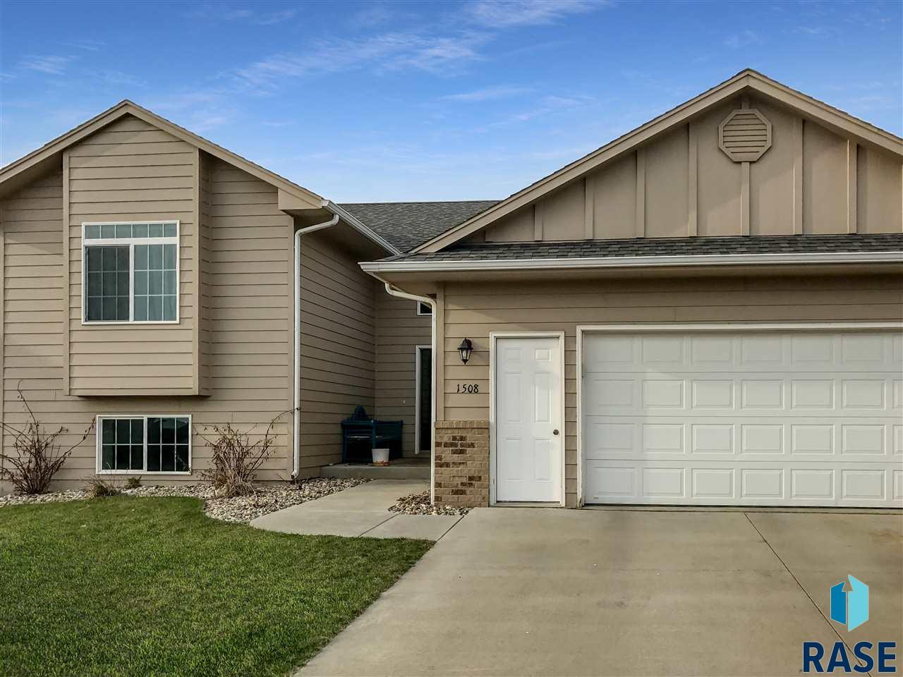 1508 E 67th St N, Sioux Falls, SD 57104