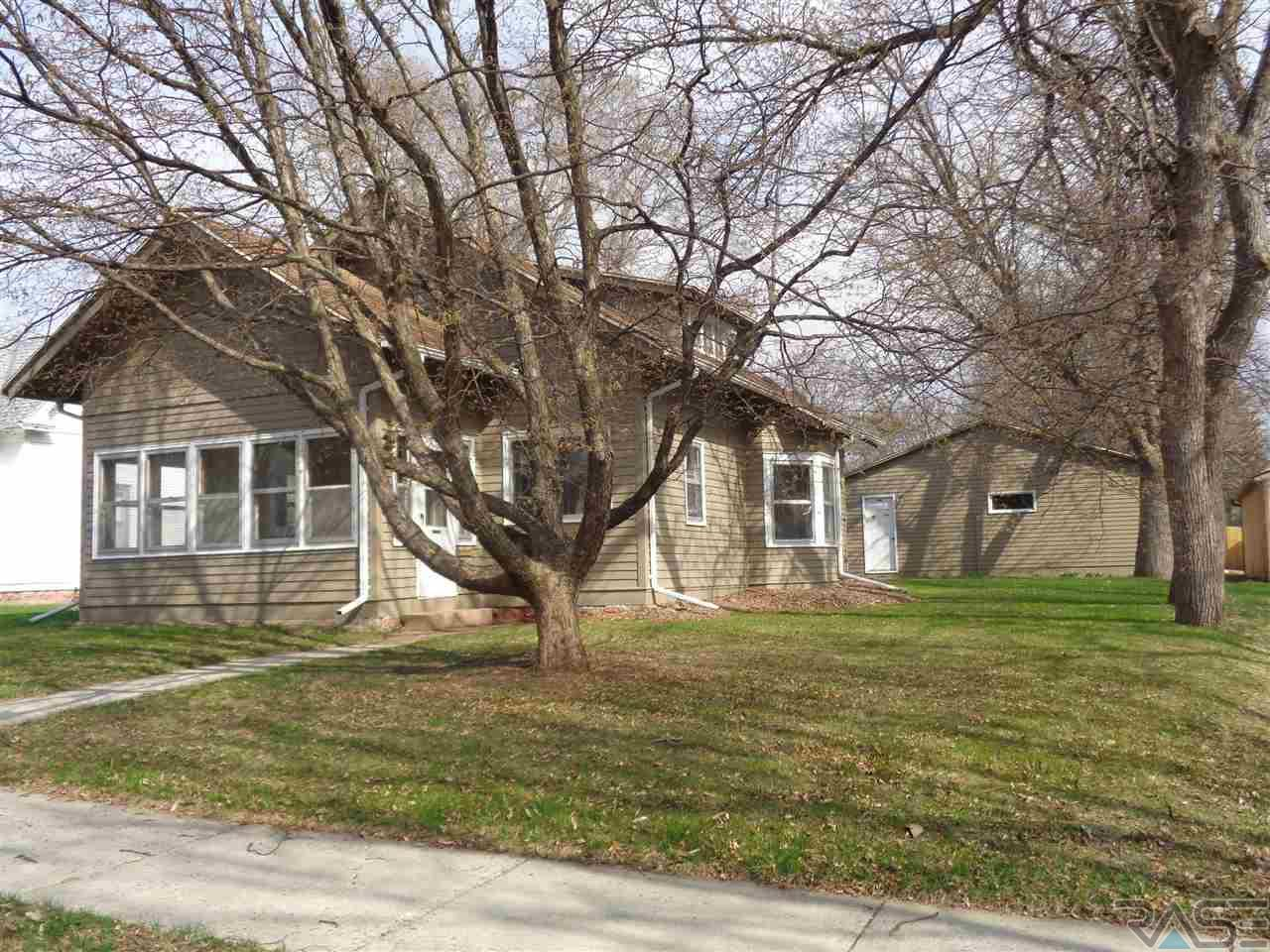 304 E 6th St, Dell Rapids, SD 57022