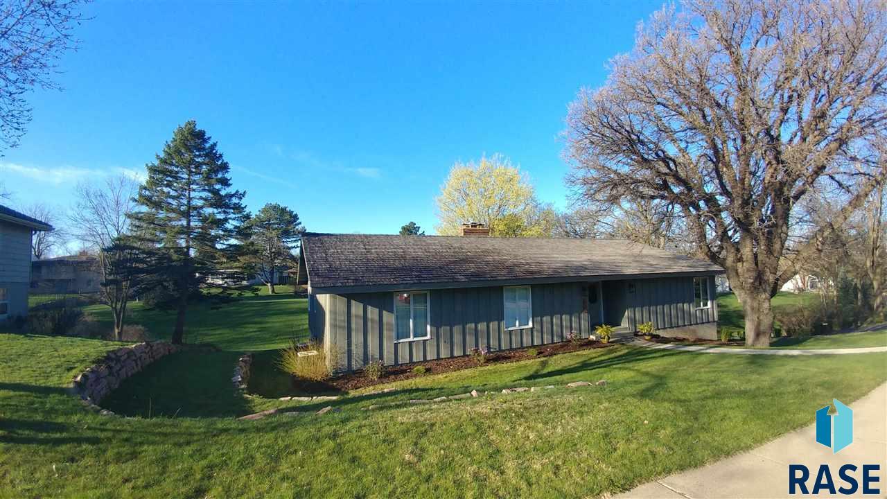 1405 E Edgewood Rd, Sioux Falls, SD 57103