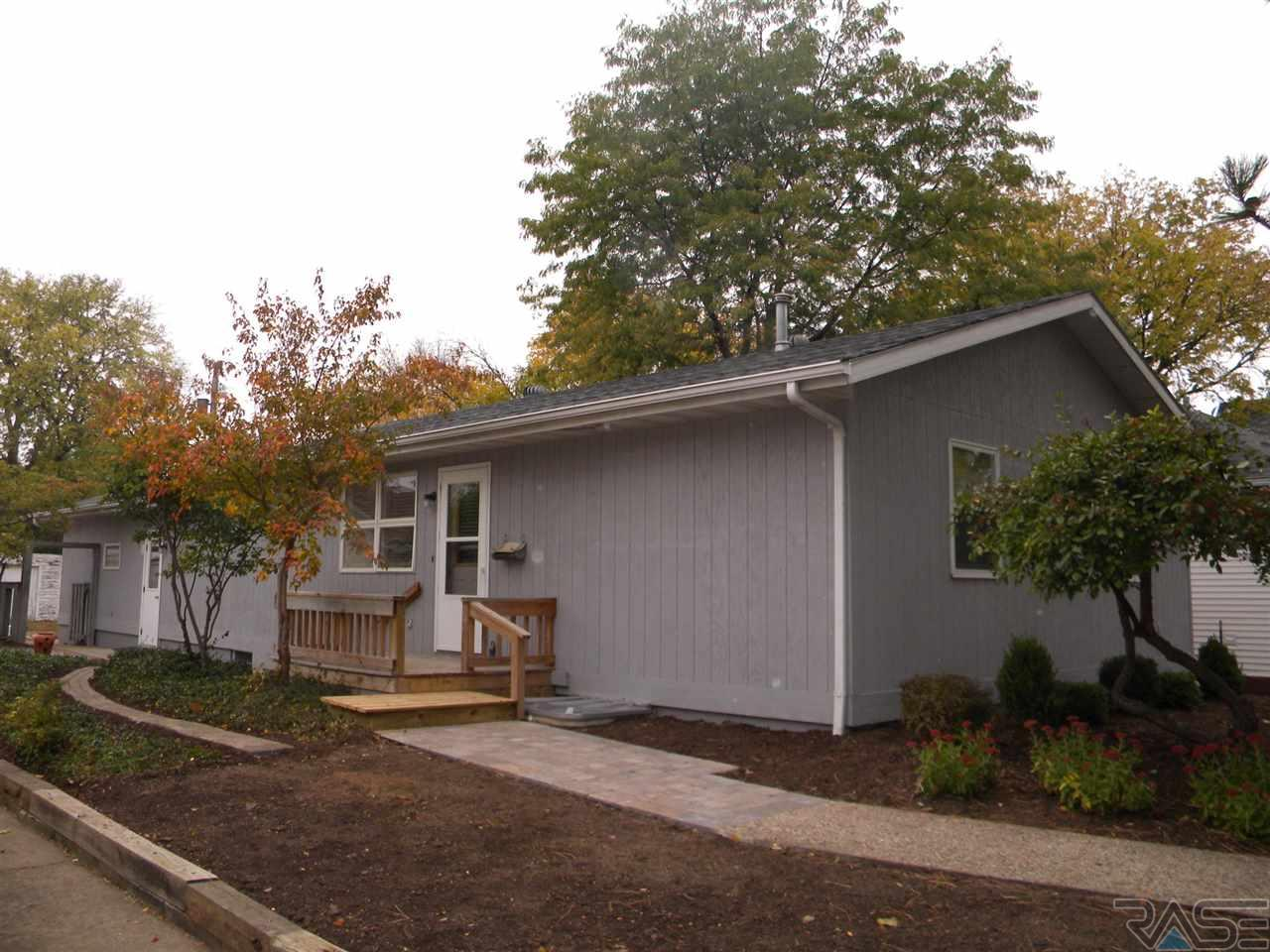213 N Lee Ave, Madison, SD 57042