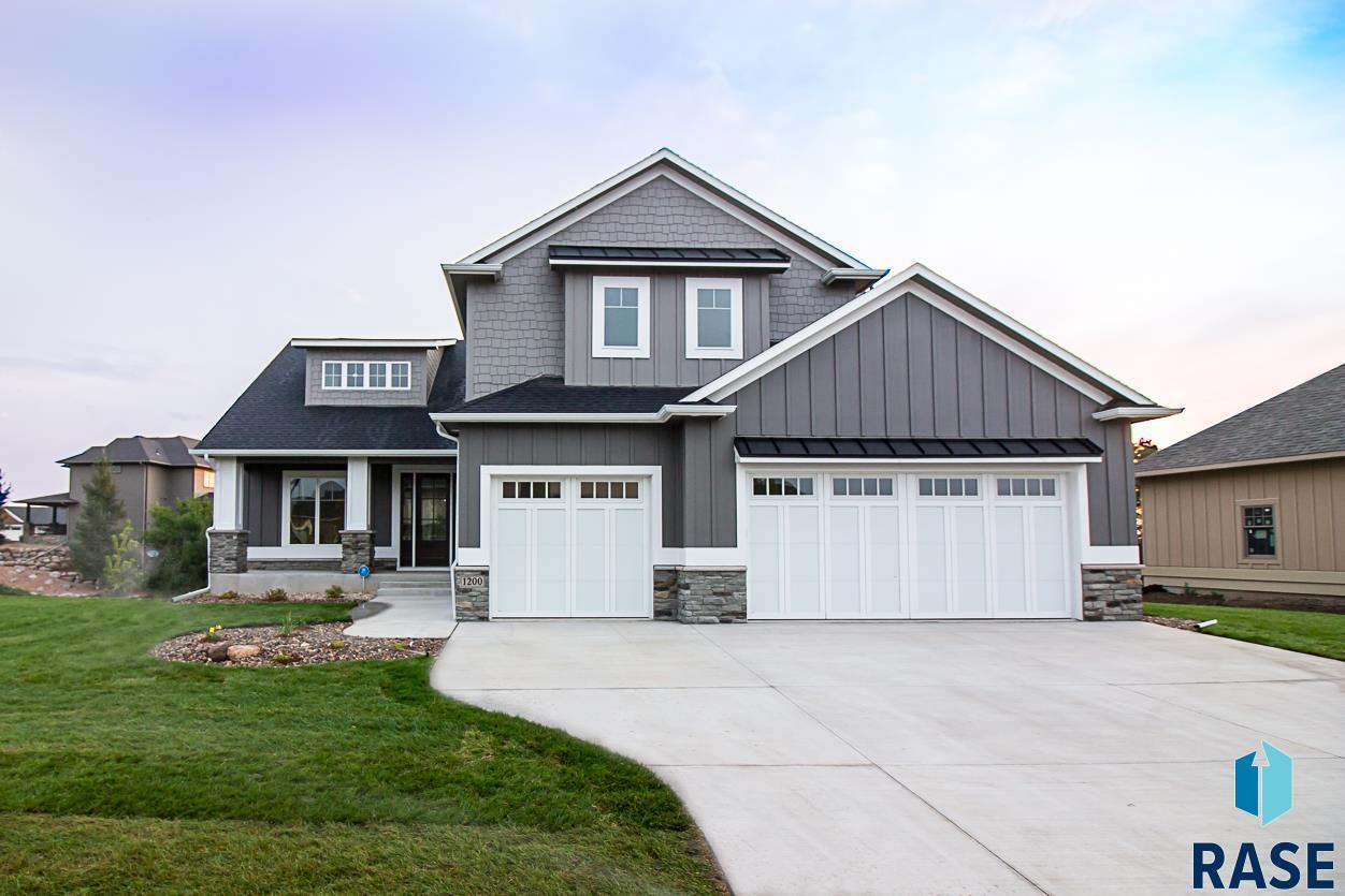 1200 S Scarlet Oak Trl, Sioux Falls, SD 57110