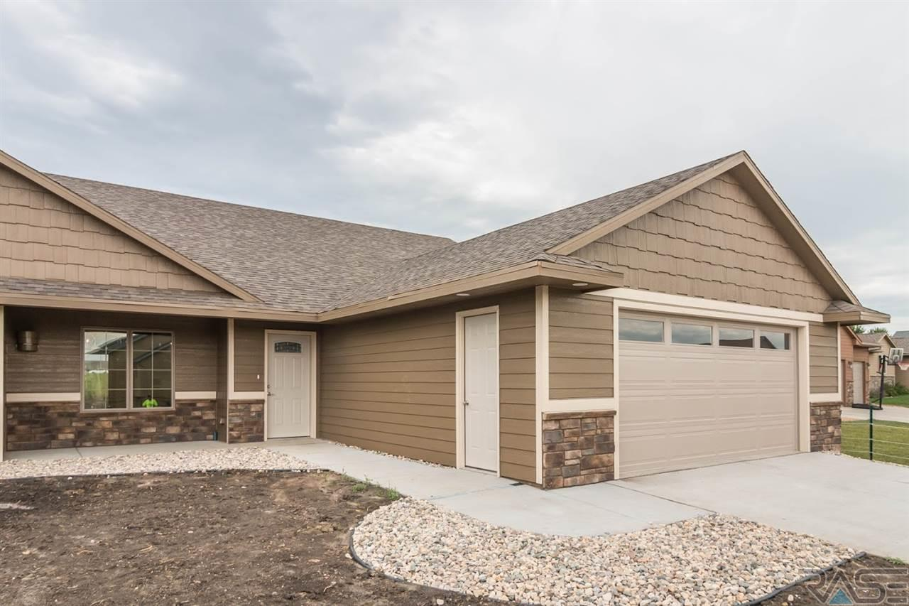 1012 S Tayberry Ave, Sioux Falls, SD 57106