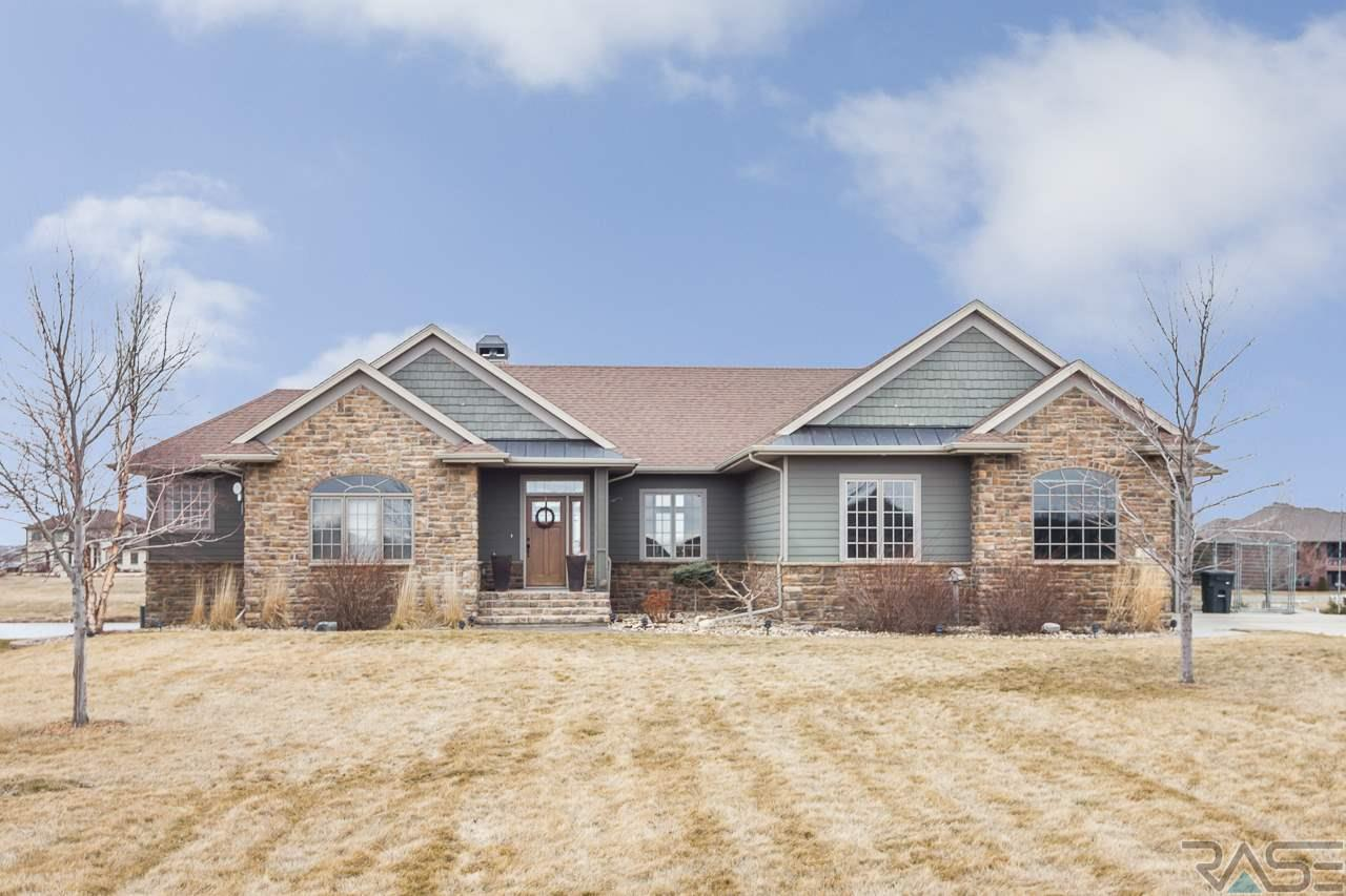 202 Linden Dr, Madison, SD 57042
